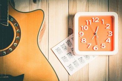 Научиться играть на гитаре, сколько нужно на это времени?
